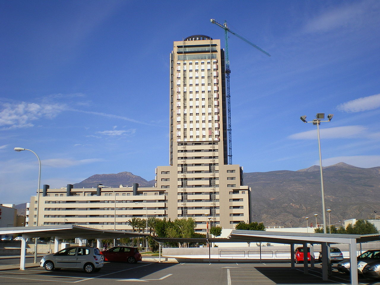 1280px-Torre_Laguna